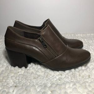 BareTraps Kelyn brown ankle booties size 9 GUC